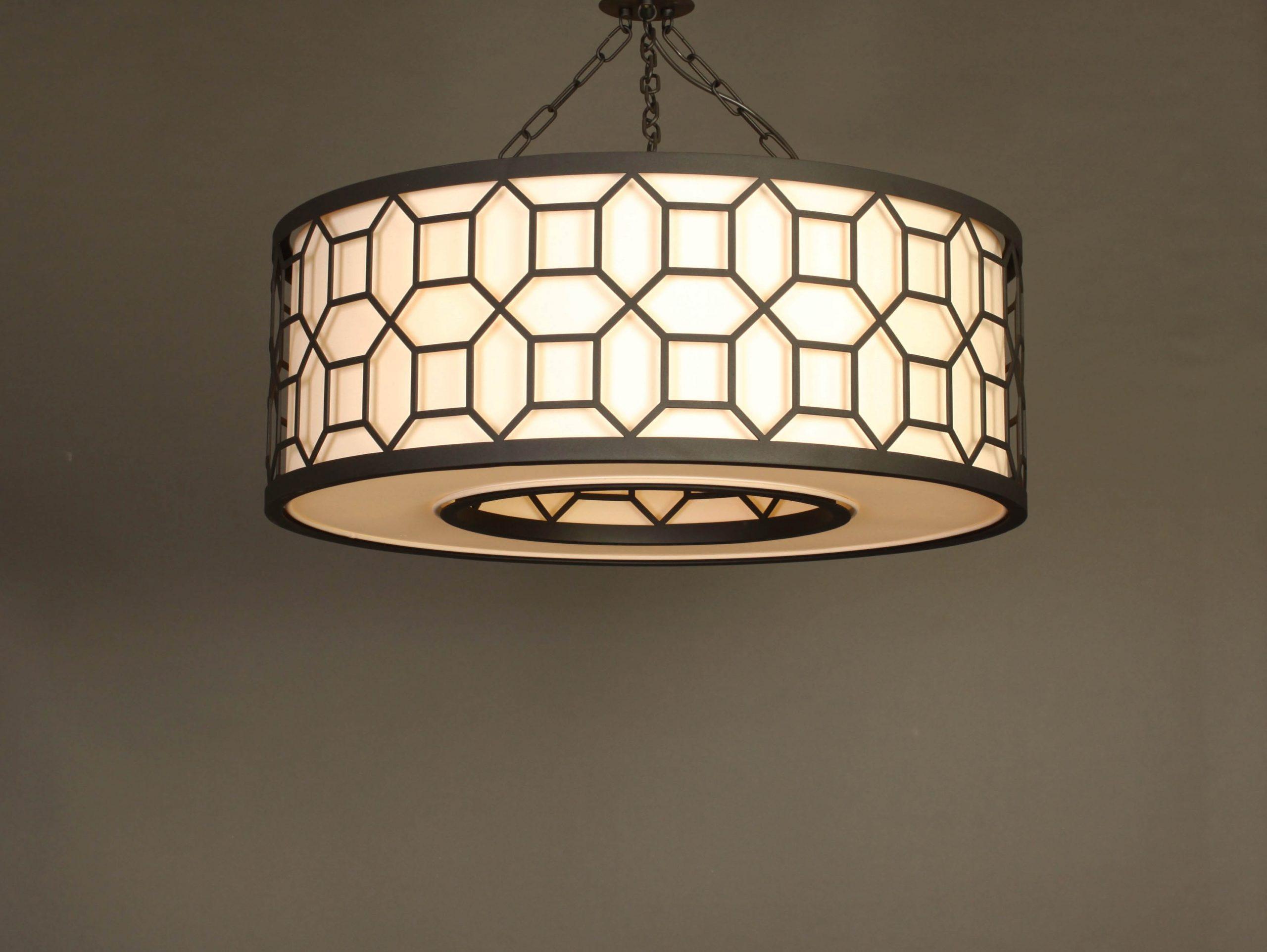 svetilnik s metallisheskim uzorom
