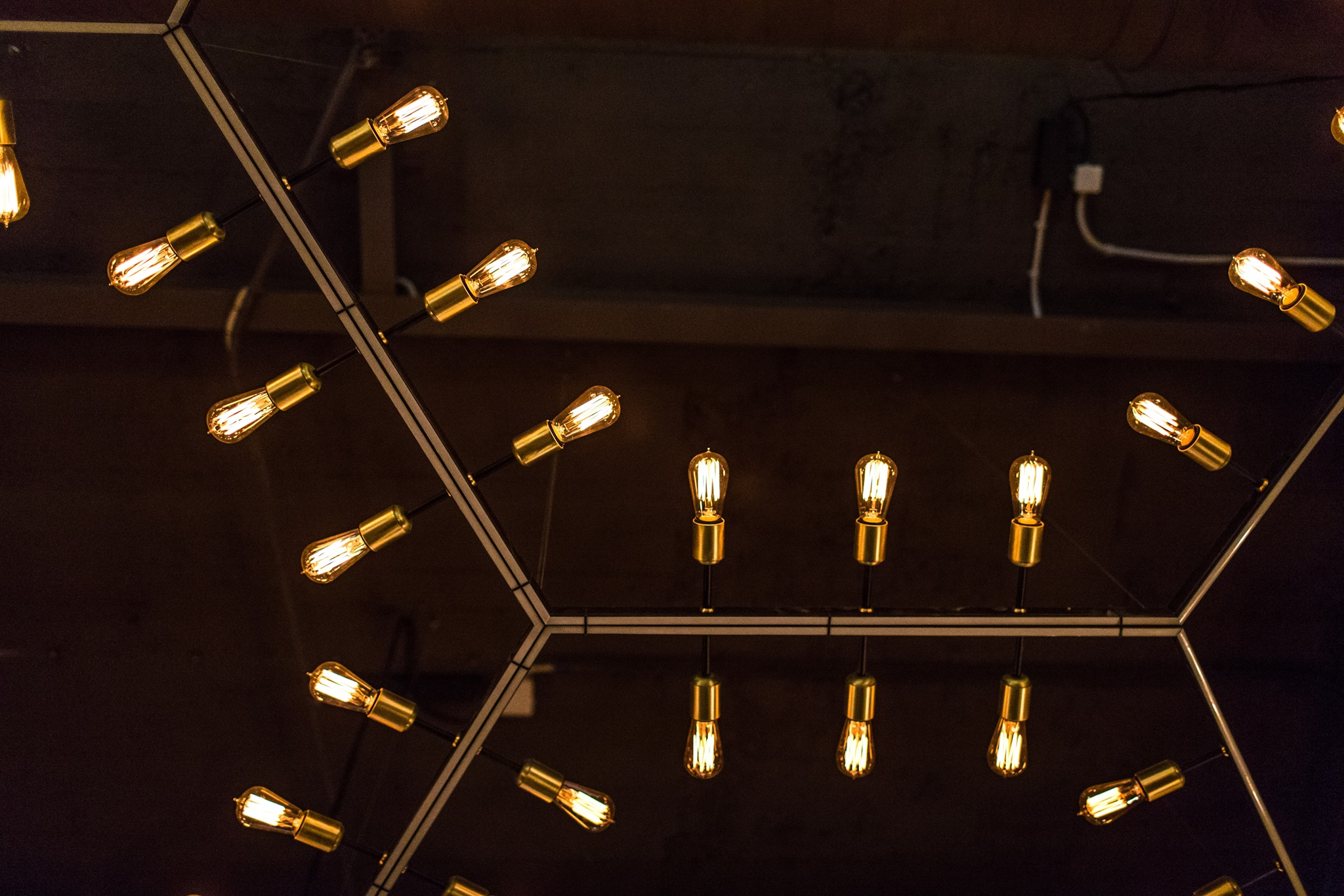 shestigranniy svetodiodniy svetilnik